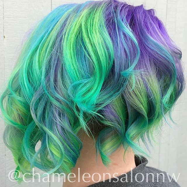 May your Monday be as magical as this neon mermaid hair! 💚🧜♀️ 💜  Hair by: @chelseakaybeauty
