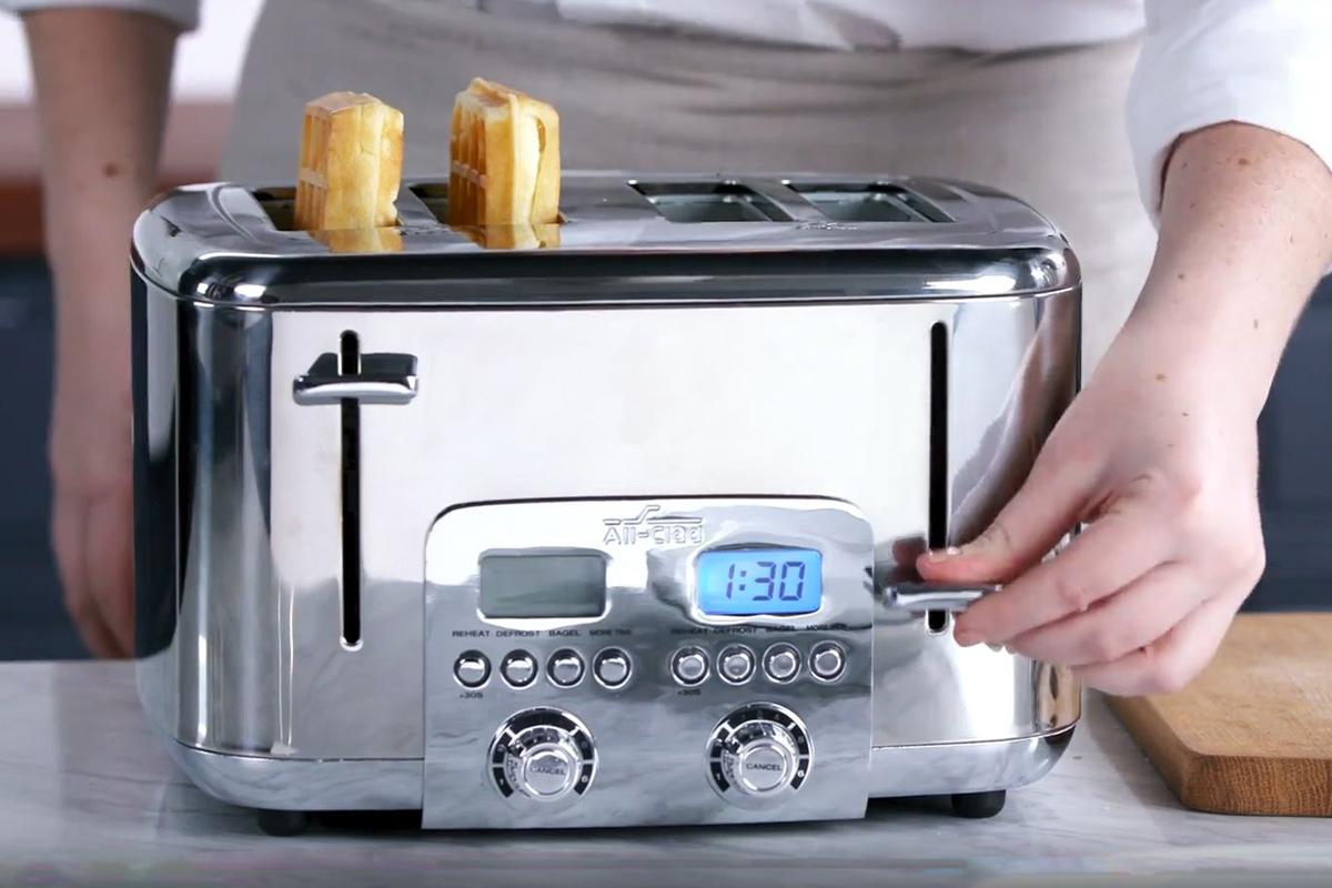 All-Clad Toaster_0006_Scene 4.jpg