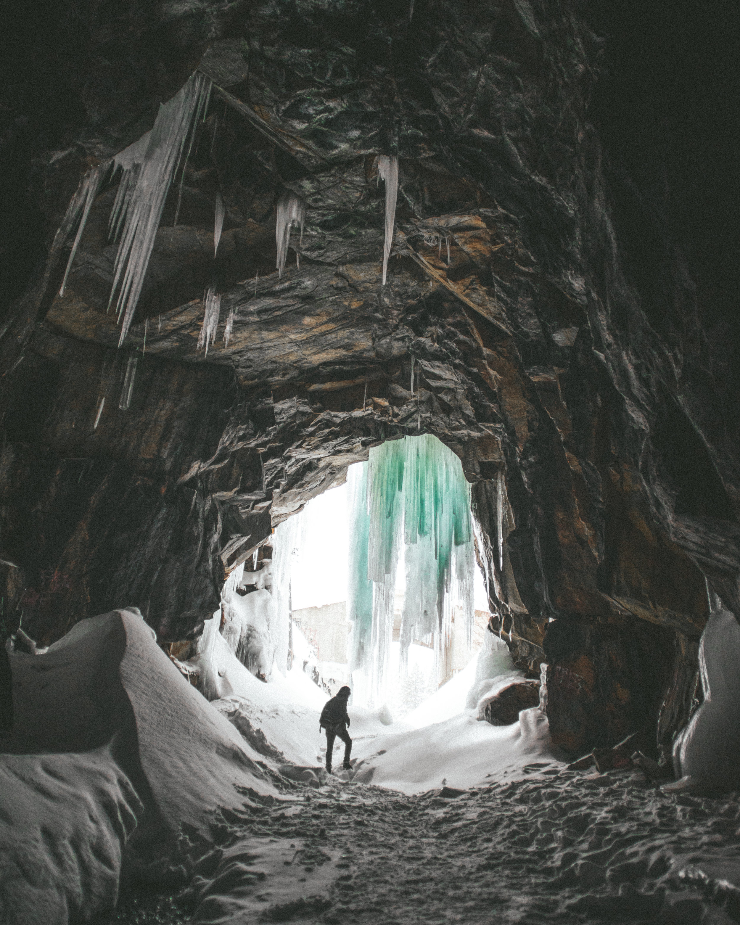 01.07.2016 // started off the year by revisiting one of my favorite spots to hit in the winter, Donner Summit Tunnels . for years, i've bee wanting to come here when the massive icicles hang from the ceilings and glad to have finally witnessed it.