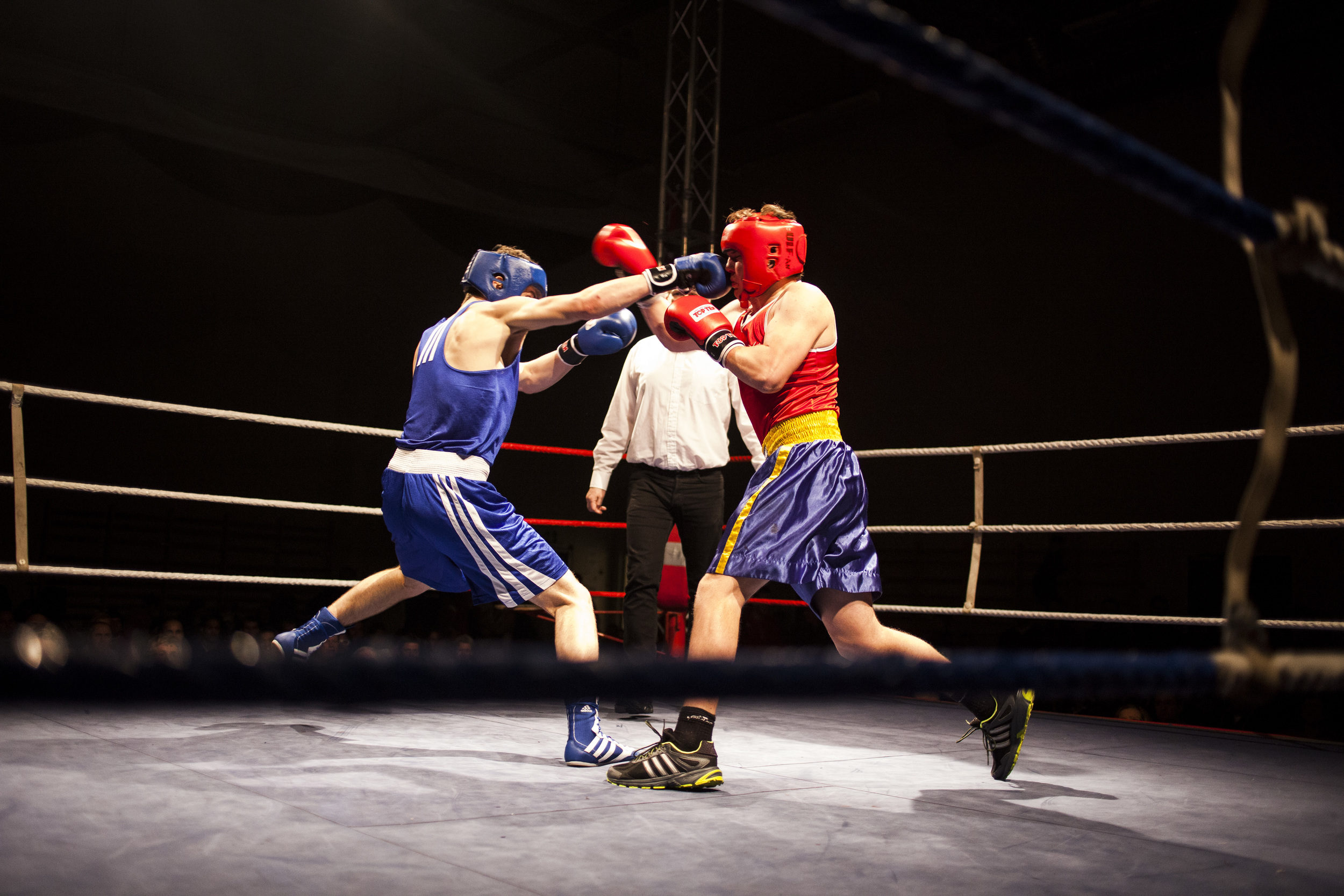 The future for Norwegian boxers is still uncertain. Surkho (in blue) won several championships in 2014. As his talent keep growing, his future as a boxer still relies on change of Norwegian laws.