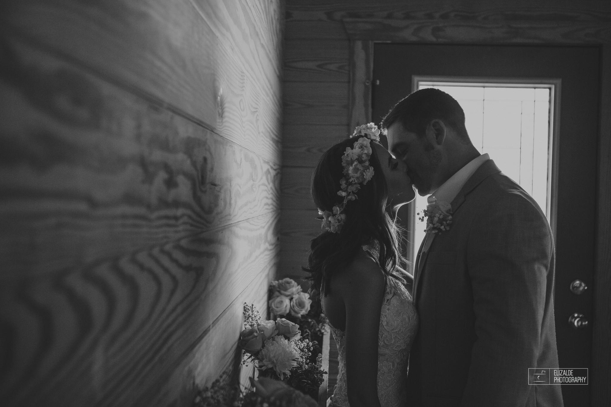 Wedding photographer Dallas_Elizalde Photography_DFW Wedding photographer_ Hickoty Hills_Wedding Photography (50 of 90).jpg