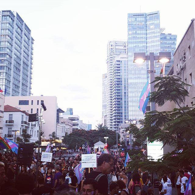 We're gathering at Rothschild 1. מתאספות.ים ברחבת רוטשילד 1. #loveislove #loveislove🌈 #notohate #notohatecrimes #LGBTQ #lgbt