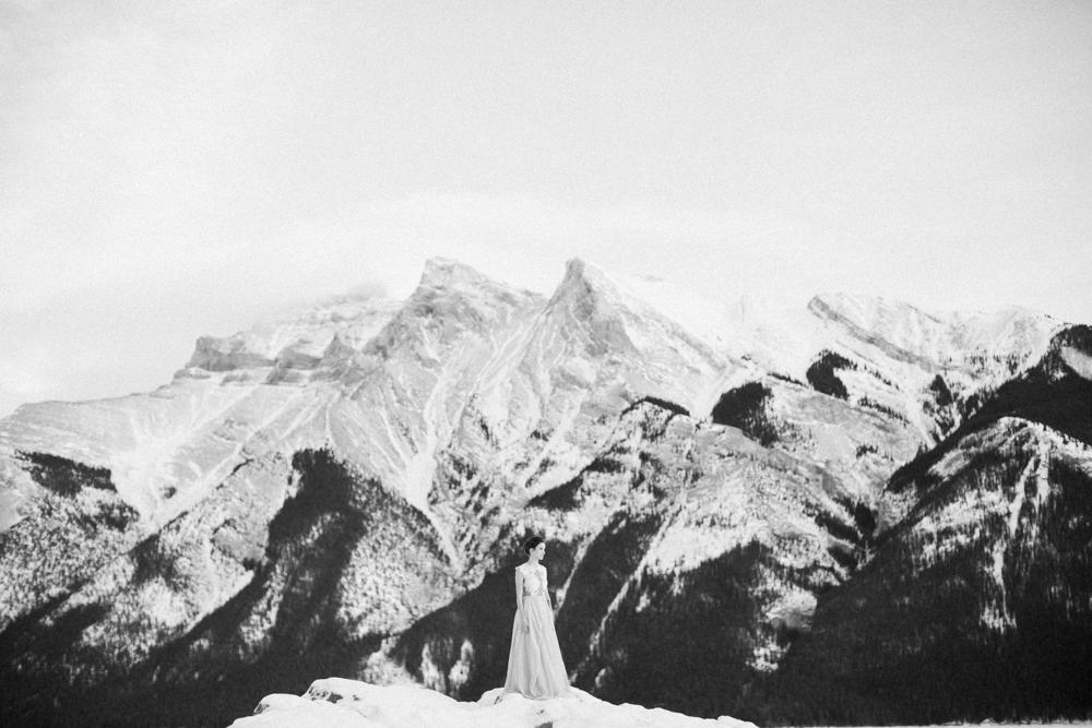 Calgary-wedding-photography-lake-minnewanka-15.jpg