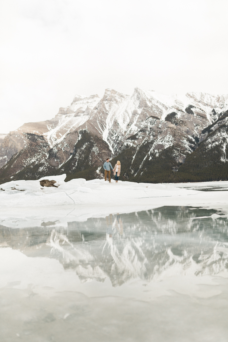 Lake-Minnewanka-engagement-photos-3.jpg
