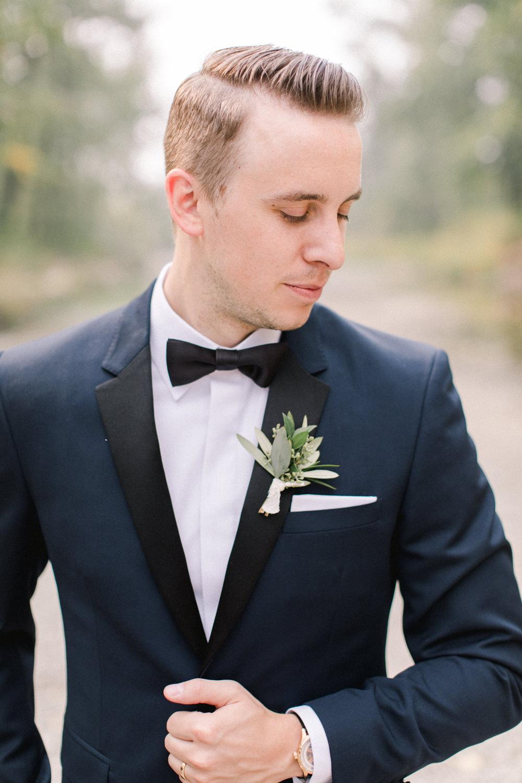 Breatt-and-Katies-romantic-Lake-house-wedding-Calgary-25.jpg