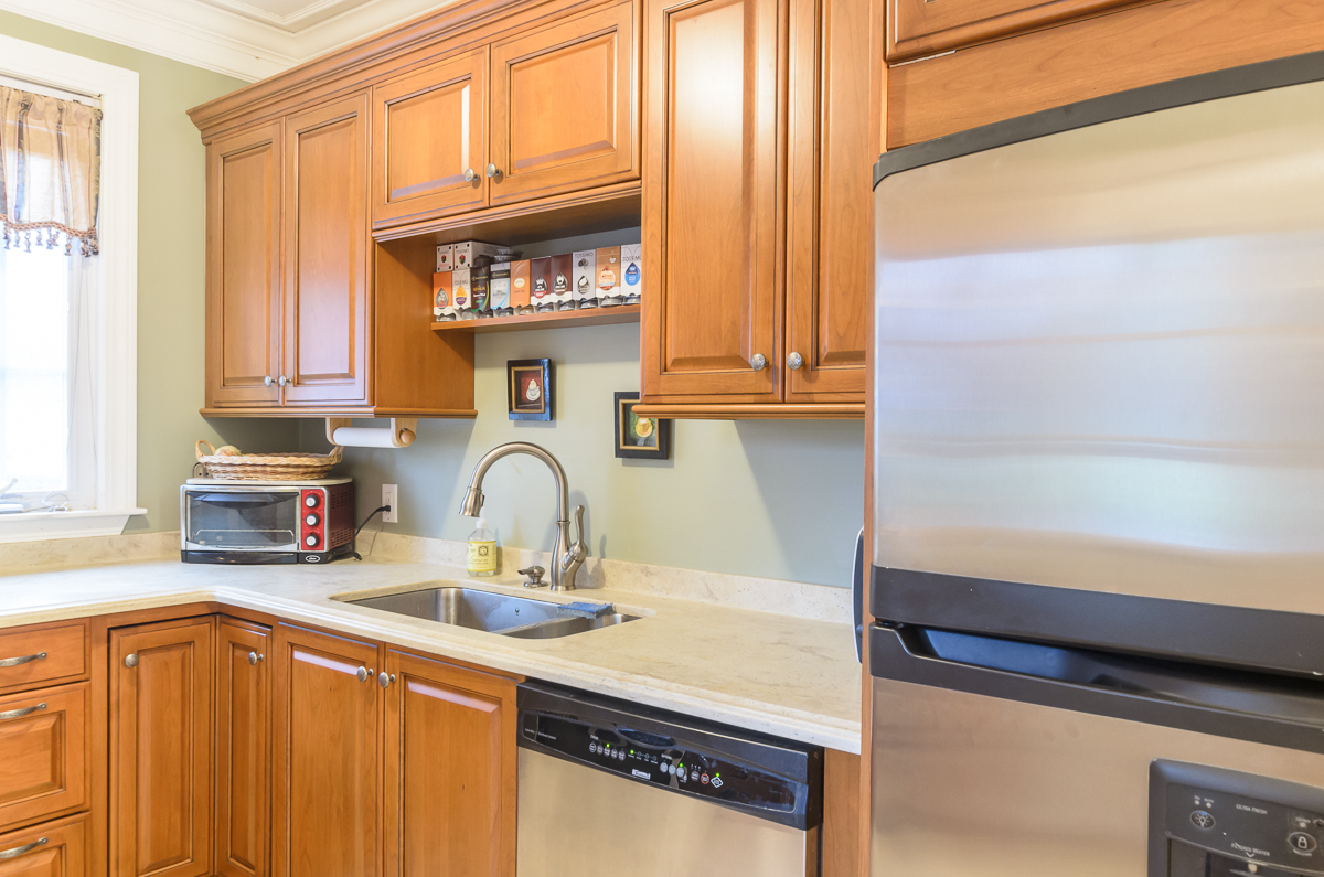 Kitchen_Associates_Clinton_MA_-4.jpg