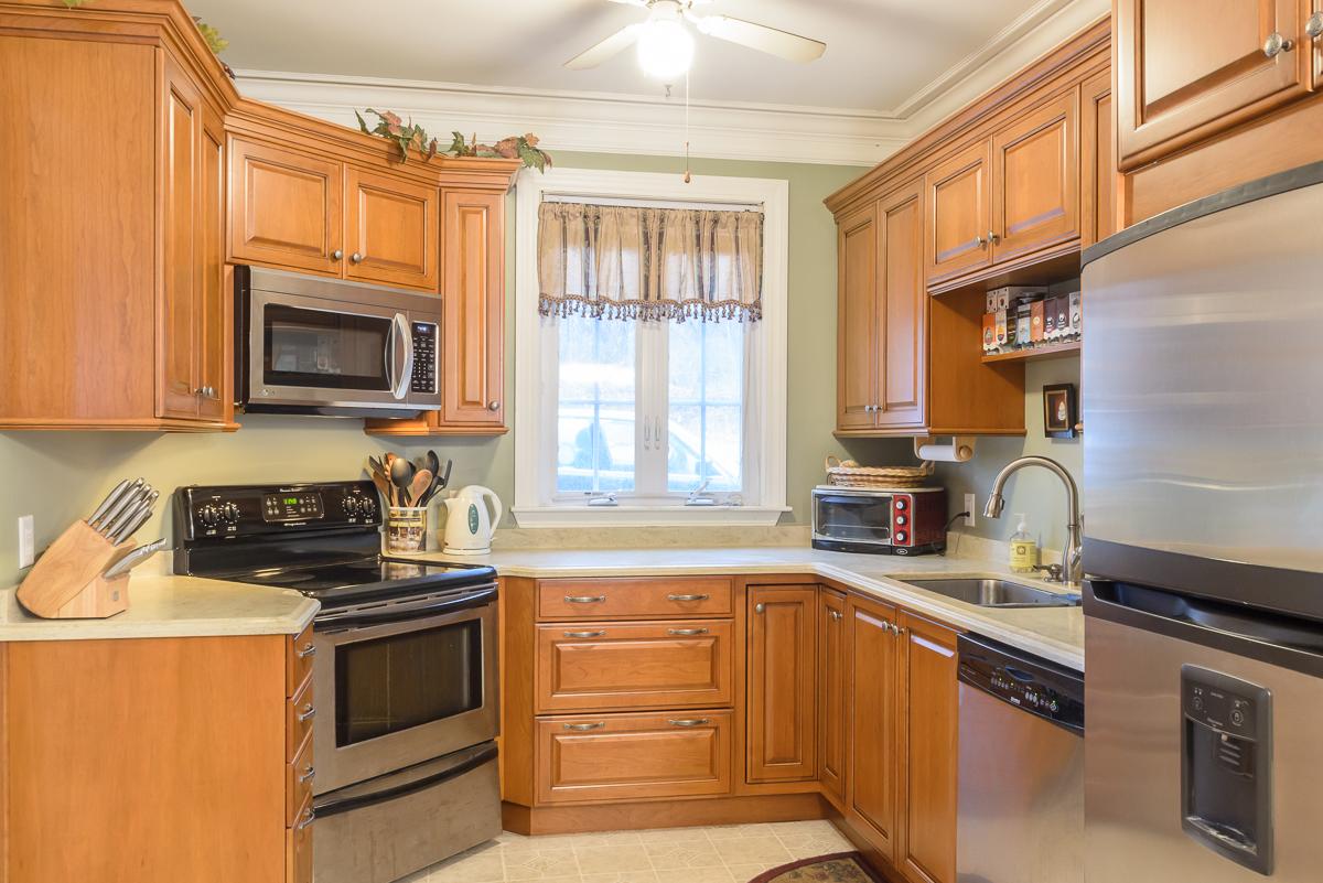 Kitchen_Associates_Clinton_MA_-8.jpg