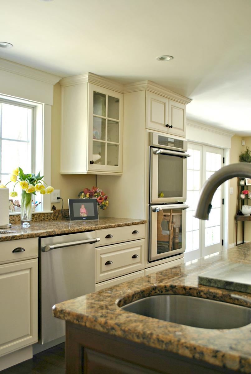 Weston_MA_Kitchen_Remodel_Kitchen_Associates-10.jpg