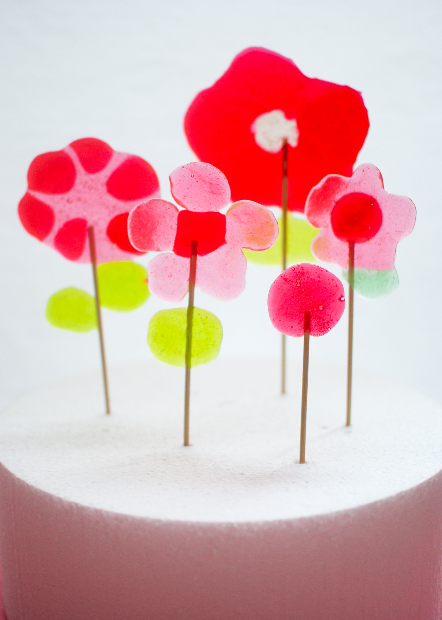 Candy-Aisle-Crafts-Flower-Lollipops