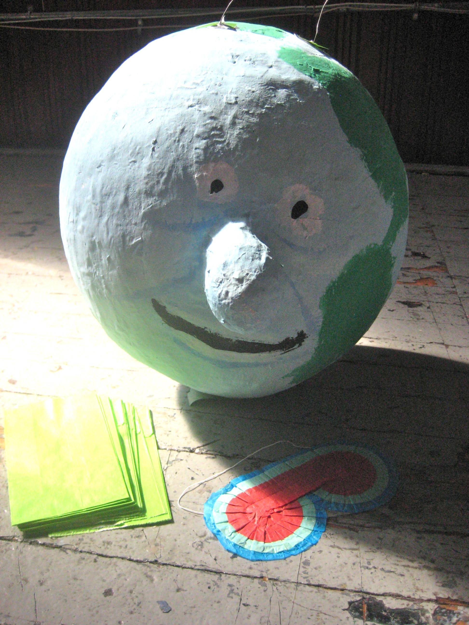 Globey-Pinata-Pee-Wee-Super-Make-It