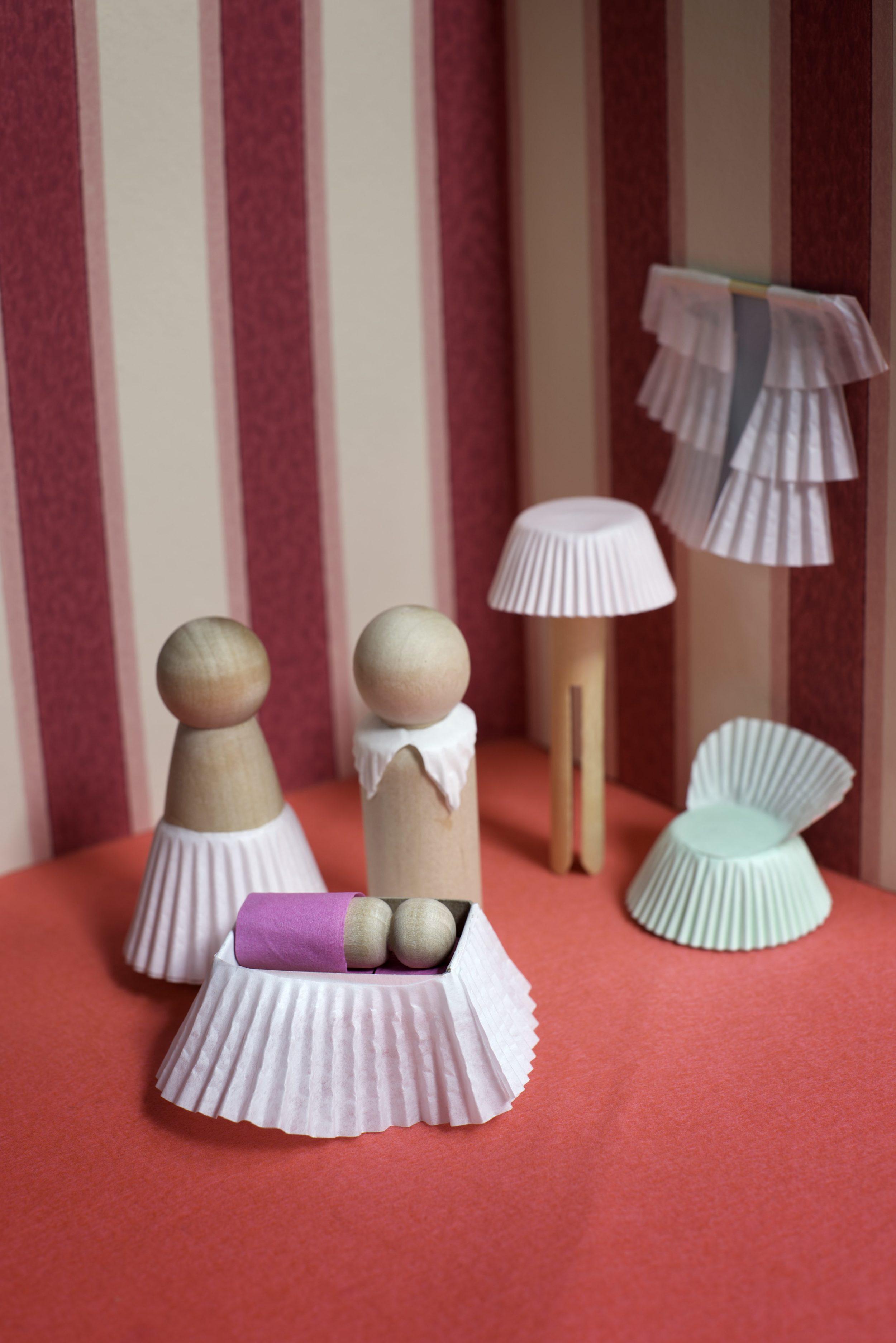 Easy-to-Make Cupcake Paper Dollhouse Furniture — super make it