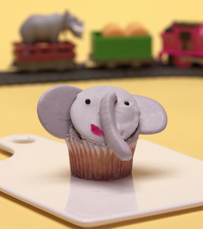 Elephant safari cupcake