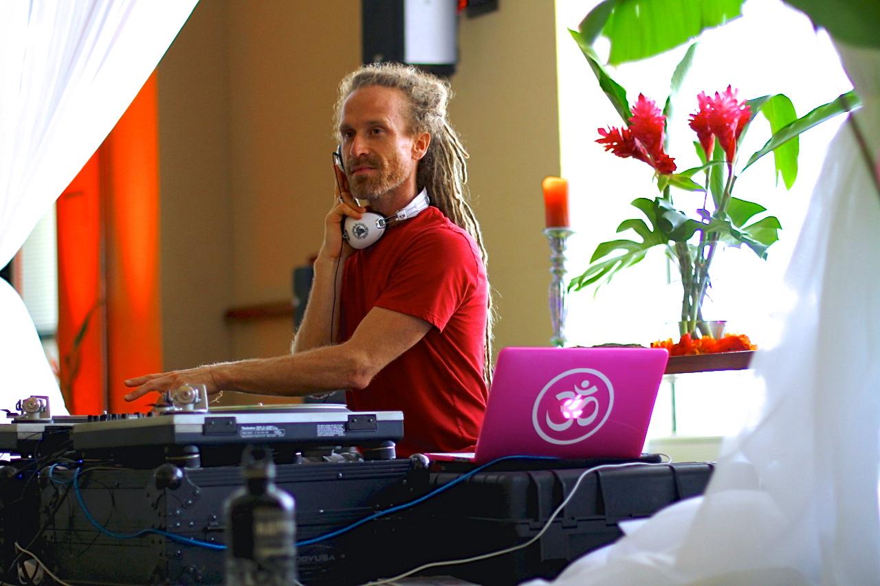 DJ Drez Rockin' Earth.Body.Yoga. at Wanderlust 2014 | Spring on the North Shore of Oahu | Photo by Amanda Michaels-Zech