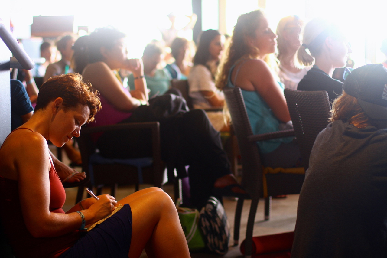 The Audience at the Moby Music as Therapy Speakeasy | Wanderlust Oahu 2014 | Photo by Amanda Michaels-Zech