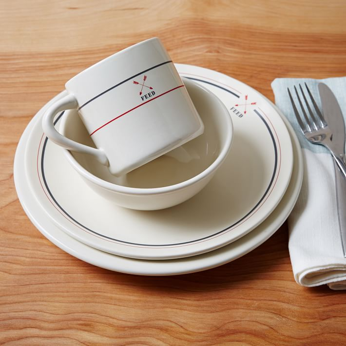 I want a casual but cute set of plates for everyday use, like this one.