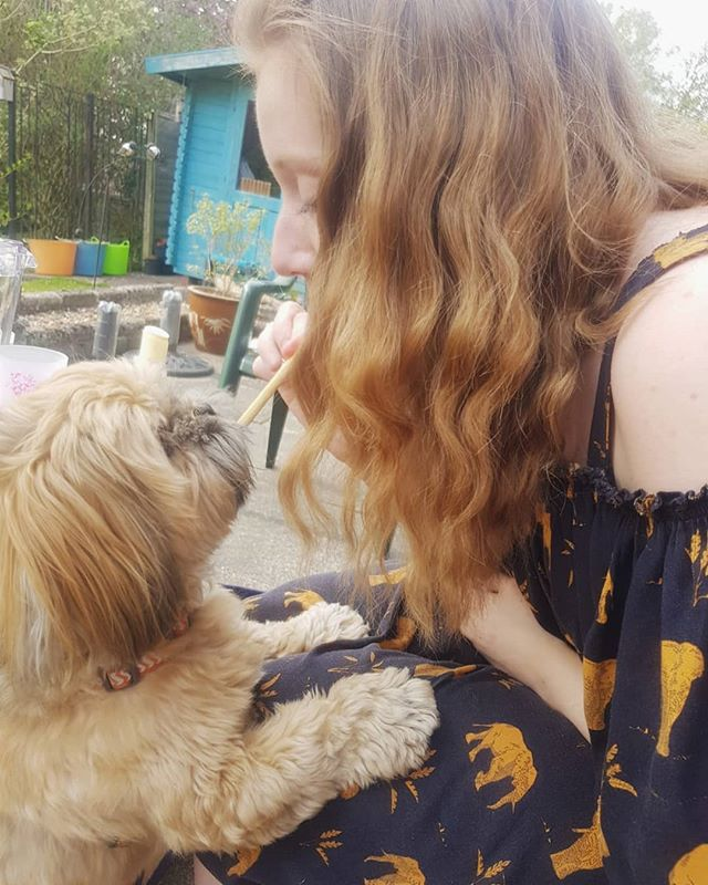 Had such a lovely weekend with friends and family 💛☀️didn't take many pictures as was too busy enjoying the sunshine but here's a photo of me sharing a bread stick with @chestertzu