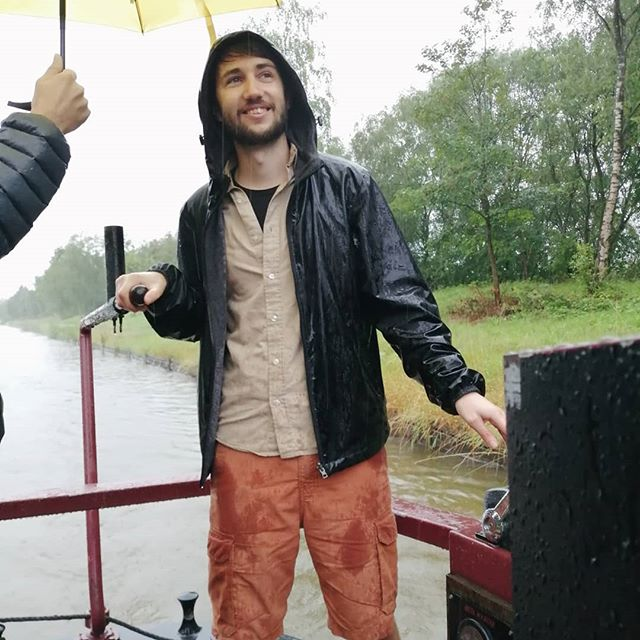 It was pretty damn wet but we still had fun on the canal boat 💦
