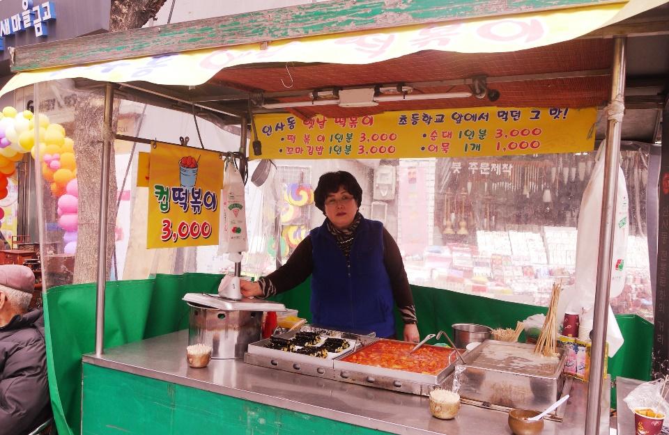 Mayak-kimbap, tteokbokki, and oden seller @ Insadong