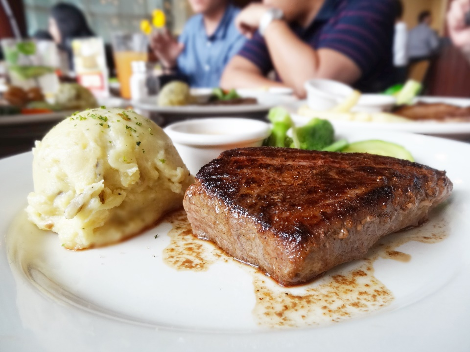 Outback Special® - 8 oz. Rp. 199.900  Finally, Outback's signature steak that was seasoned with bold spices and seared just right. Nice, thick cut. Tips: should order medium rare or medium, and if you insist on ordering well-done, you're practically ruining its perfect taste.
