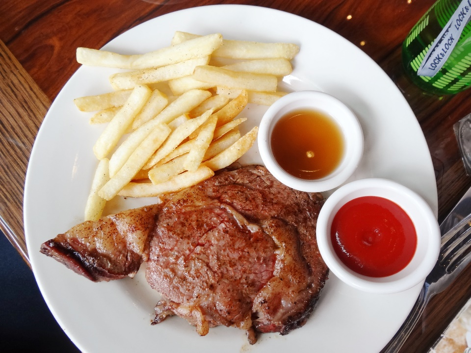 Prime Rib 8 oz. Rp. 229.900 |10 oz. Rp. 259.900  Meticulously aged, then slow-roasted to seal in the savory beef flavor and to ensure tenderness, hand-carved to order and served with mouth-watering au jus. Perfect if you like a bit more fat layer in your steak cuts. For me, not so much :)