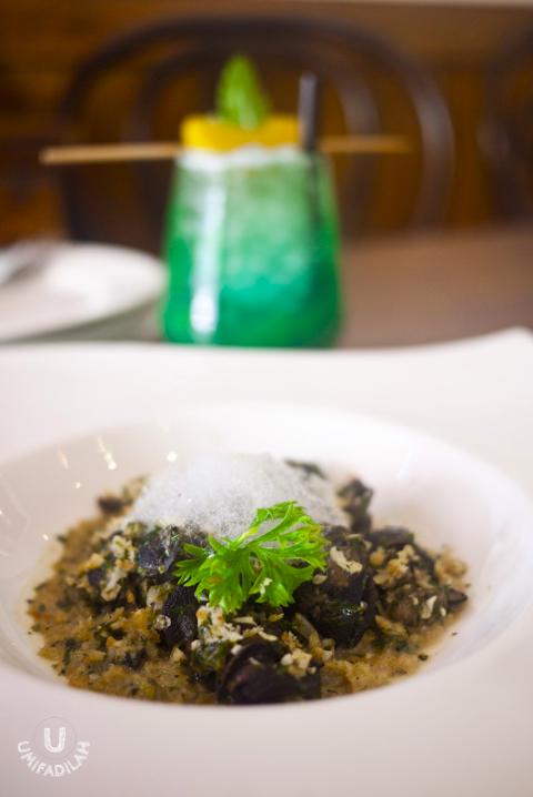 Escargot (IDR 53.000)  - Gremolatta, garlic, herbs butter, crumbs