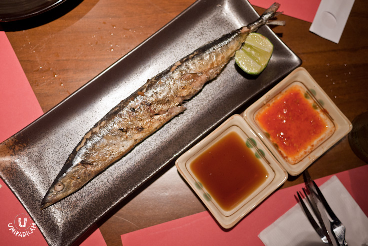Sanma Yaki (Grilled Sanma) – IDR 45.000.  Looks simple and appetizing huh? The sanma flesh is white and delicate indeed. Great to dip in their Ponzu or Sweet Sour sauce. But, there is a BUT. You really need to remind the cook to make sure it's cooked all through or else you'll end up like me:  got really turned off while butchering the mid-area of the fish, only to find out that some are still red & raw.
