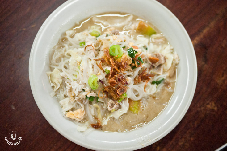 Bihun Godhog – IDR 18.000.  I have to say that I LOVE their Bihun version better than the noodle. The vermicelli looks slightly wider too, not as thin as the ones we found in Bakso (starchy meatball soup). It's almost as if I'm eating Vietnamese vermicelli, you know. It takes the whole slurping effect to another level of gluttony. Oh, and don't forget to request additional broth because it's just so damn tasty!  MUST TRY.