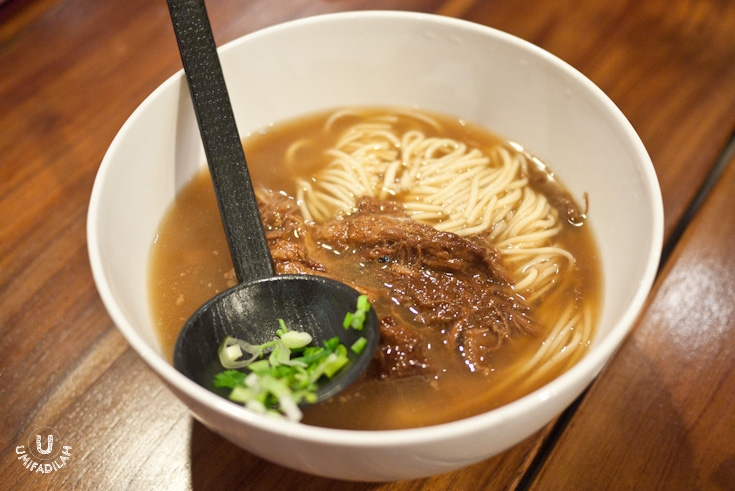 Noodle with Stewed Beef Brisket – IDR 34.900 . This actually reminds me of Din Tai Fung's version of beef brisket noodle which cost  twice as much ; and also DTF version has a clearer broth while this one's a bit darker and sweeter. Either way, tasty soup + long strands of chewy noodle + tender beef brisket = I SAY YES. YES. YES.