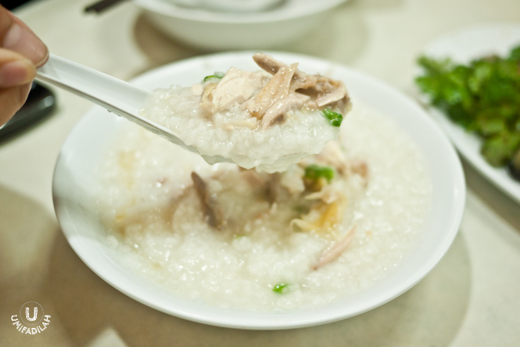Also, when you spoon to the bottom of bowl, taa-daa – not so plain, eh? When you order 'chicken porridge' they translated it as literal as it should be – means,  you will find shredded chicken meat in it .  If you want a plain porridge, you have to request it to the chopping guy seen in front of the stall.