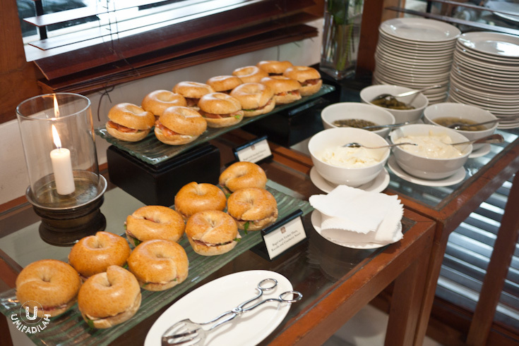 Bagel corner  – Bagel with turkey ham, rucolla and cranberry sauce. Other option is Bagel with smoked salmon and cream cheese. Equally inviting!