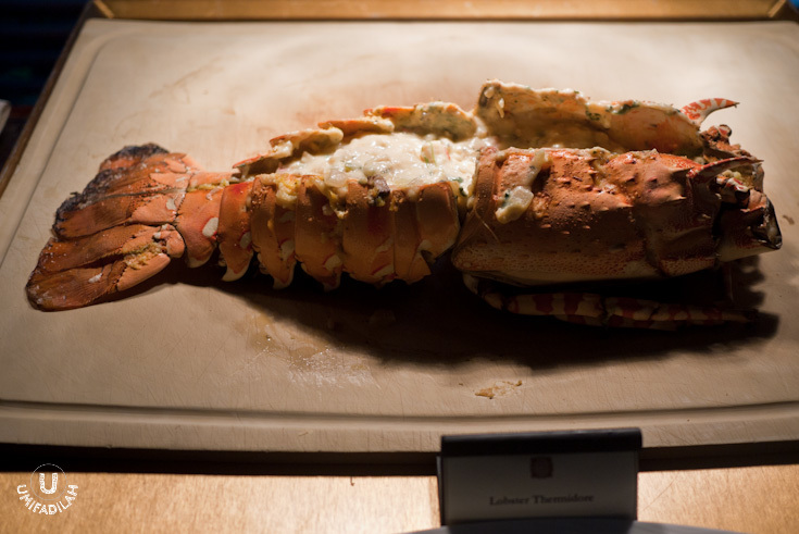 Lobster Thermidore.  I've never seen a lobster THAT huge! Even without its giant claws, it's already looking gigantic. Chef Vindex says that he had to brought the ingredient from Papua, wow.