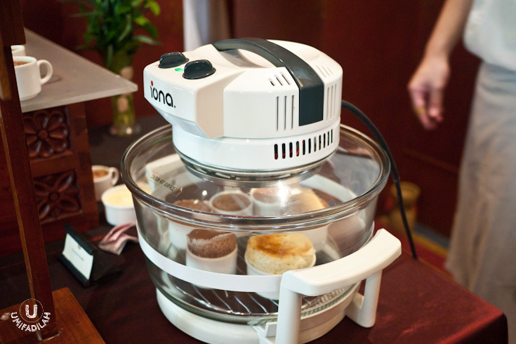 Just when I thought making souffle should be very tricky, this is what they used to create a batch of souffles.  Portable souffle maker!  WANT ONE.