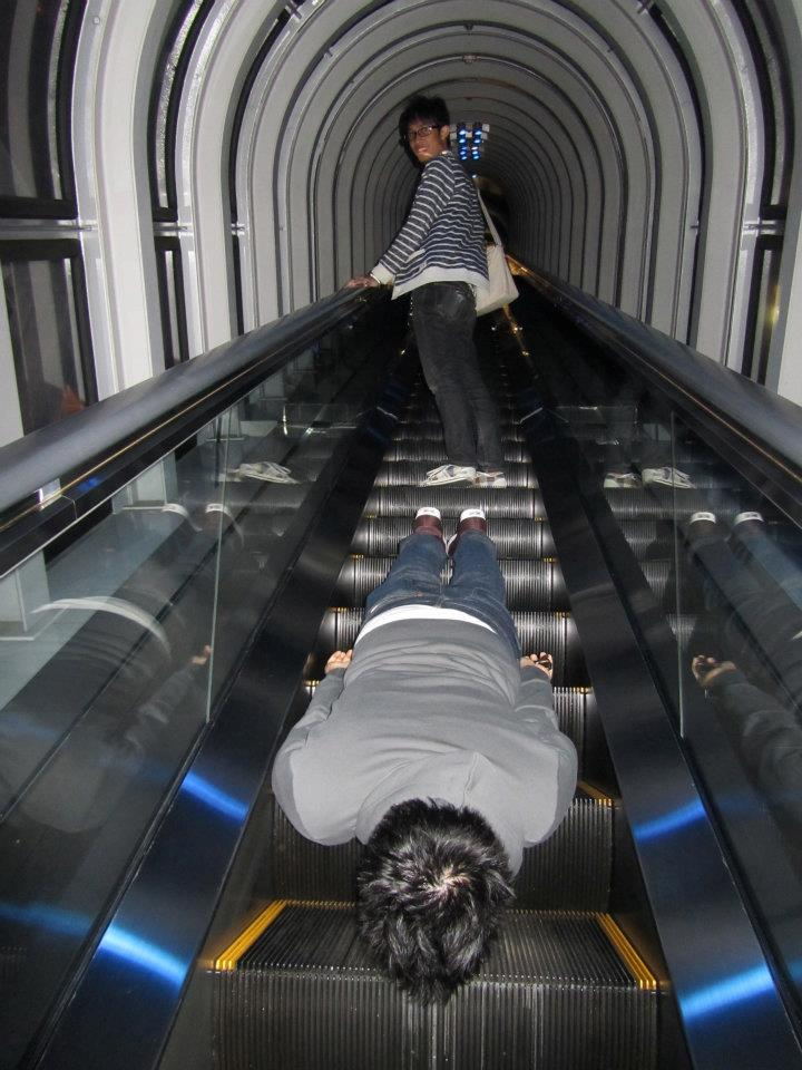 AND FINALLY ON AN ESCALATOR.  Sick, crazy planking-devoted bastard LMAO =)))