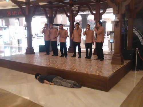 Kaisar, planking in front of a group people doing Nasyid ( anasheed - islamic chanting). LMAO dudeeeeee.