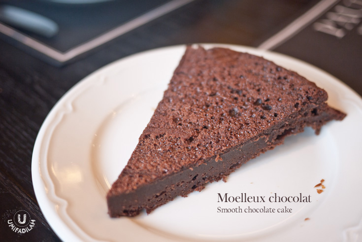 Moelleux Chocolat (IDR 45k).    This traditional French chocolate cake is said to be originated from their Grandmother's recipe; looks very simple yet it packs so much flavor. The texture is very smooth, light and airy but at the same time the center dark chocolate filling is quite dense, in a good way. Simplicity at its best. :)