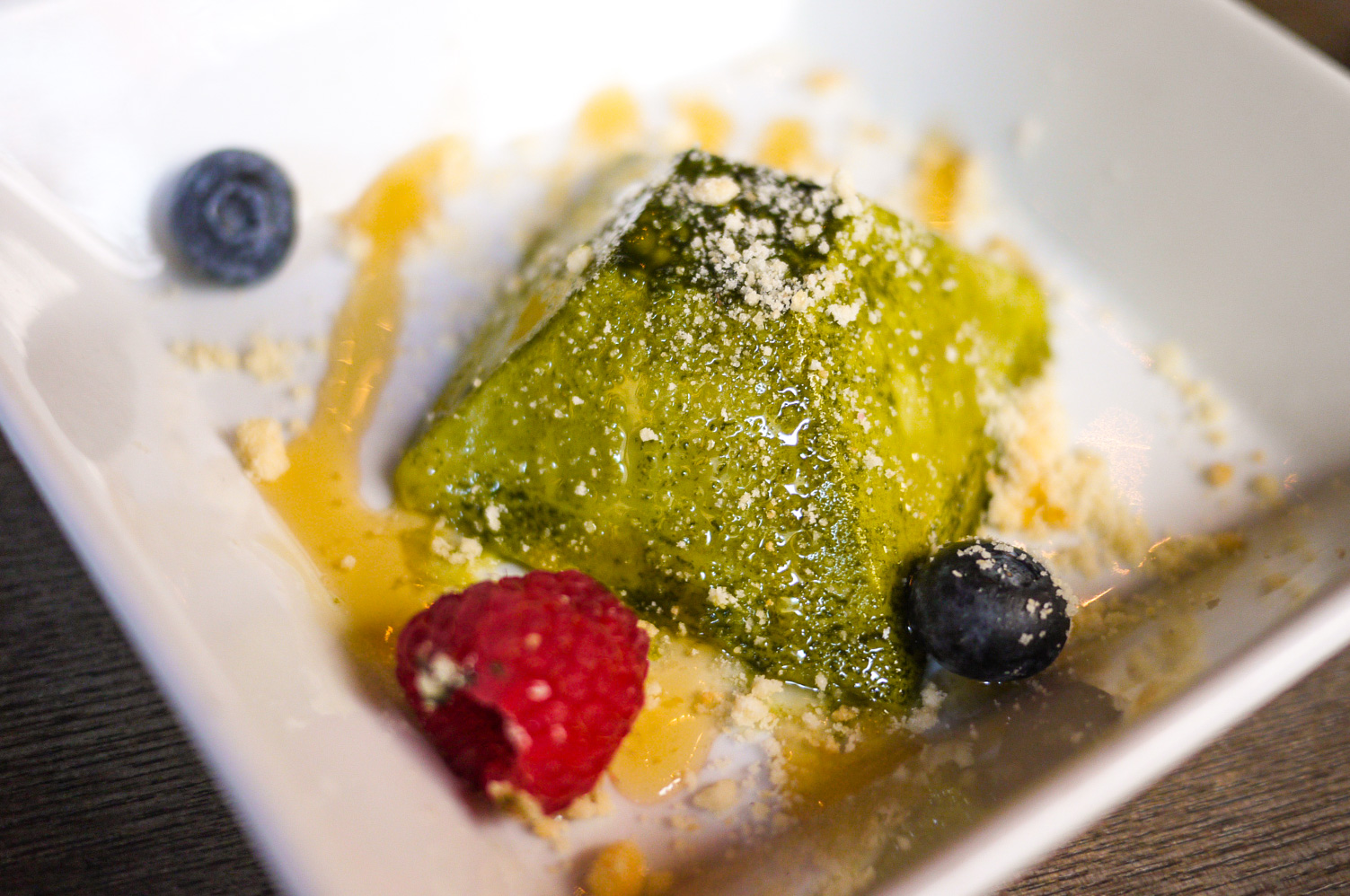 Green Tea Mousse, same thing as before but this one's a bit sweeter. The dessert selection is more towards a disappointment but I guess that's not what people are coming here for. They come here for a good meal, amazing drink options and just have fun hanging out with friends.