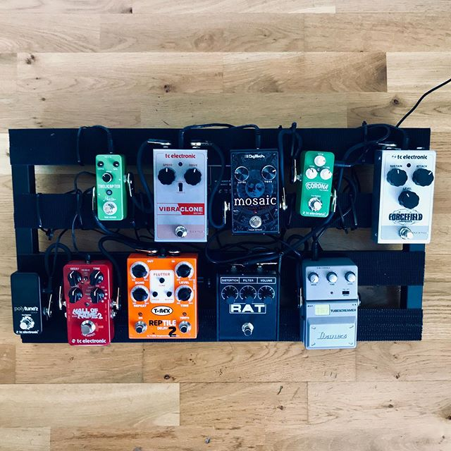 New pedal board build for tonight's gig....Any guitarists got better order suggestions?.....currently: Compressor- TS- Rat- Chorus- 12Stringthing- Rotary- Trem- Delay- Verb #pedalboard #tcelectronic #trexpedals #ibanez #digitech #guitar #londonguitarists