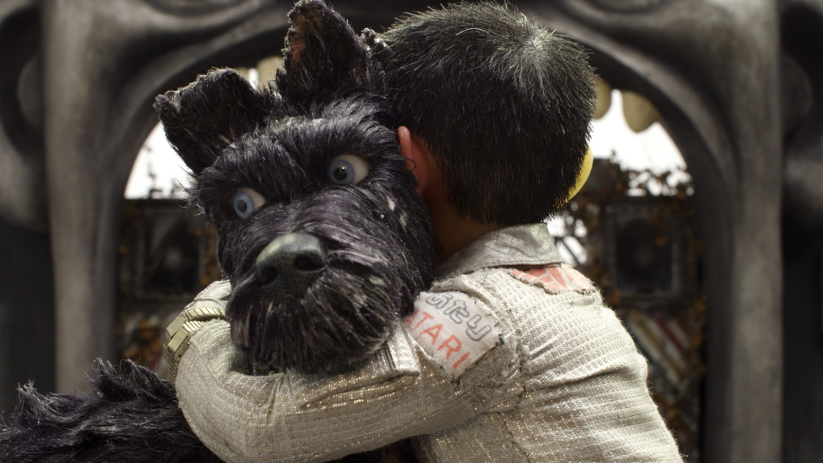 Isle-of-Dogs-hug.jpg