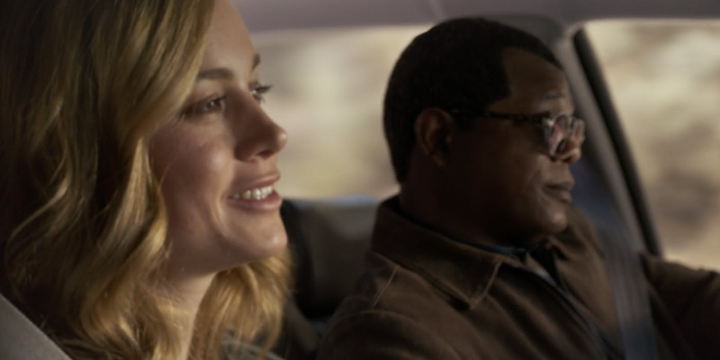 Brie-Larson-and-Samuel-L-Jackson-driving-in-Captain-Marvel.jpg