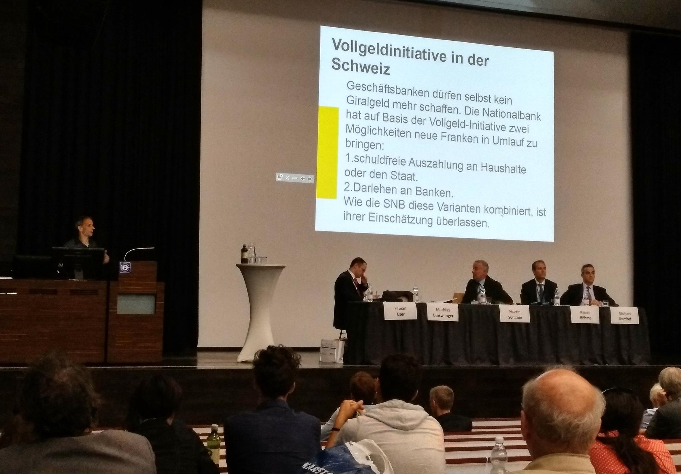 Michael Binswanger erwähnt die Schweizer Vollgeldinitiative