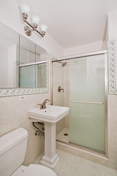 Central_Park_West_382_20-C_Bathroom_.jpg
