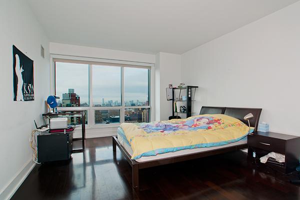 350_West_42nd_32E_Bedroom_.jpg