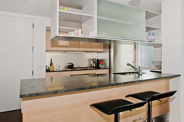 350_West_42nd_32E_Kitchen_.jpg