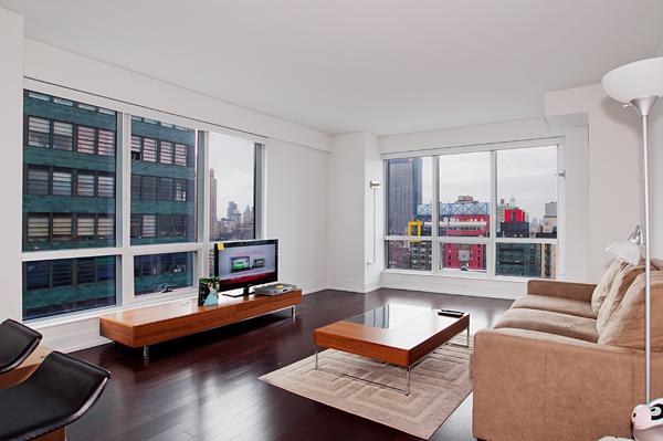 350_West_42nd_32E_Living_Room2_.jpg
