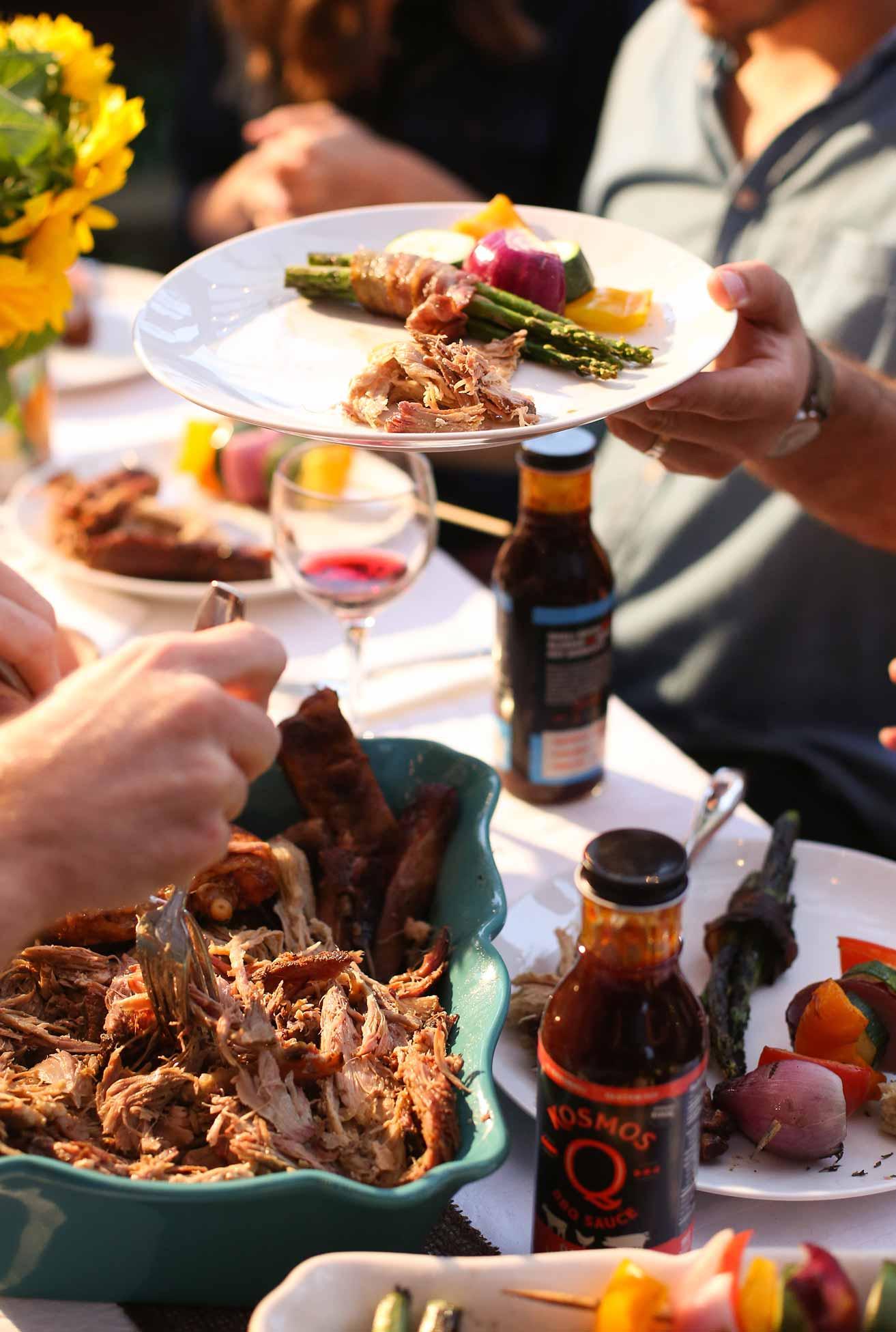kosmosq-vert_eating-table.jpg