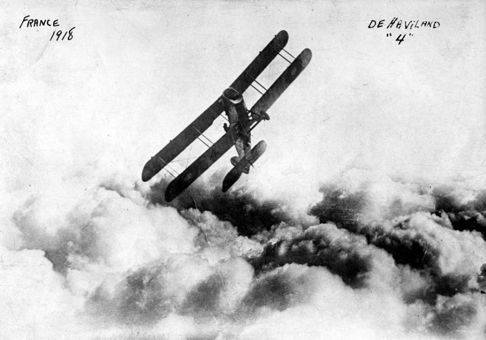 The first badass airplane photo in history, of an Airco DH.4 (1918)
