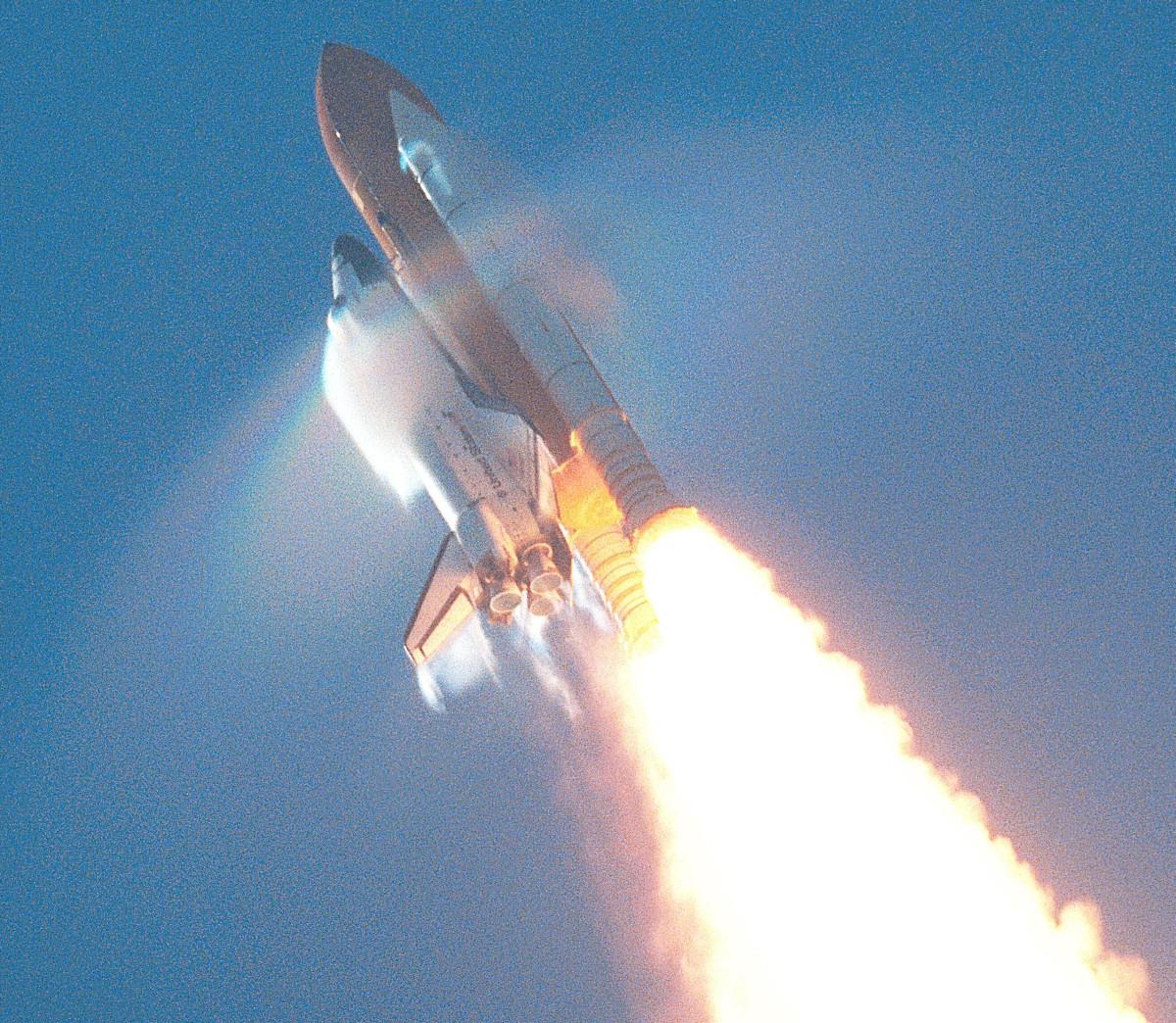 Shuttle_atlantis_launching_breaking_sound_barrier.jpg