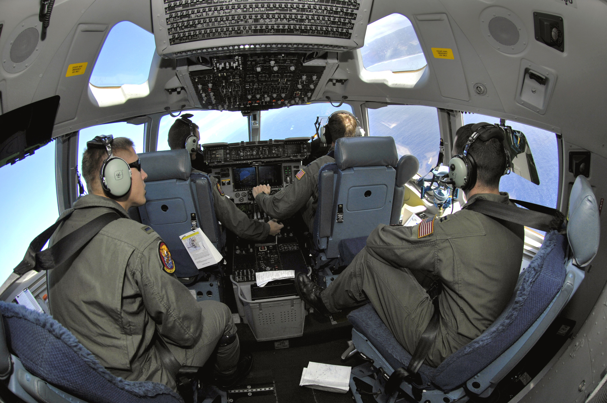 C-17_cockpit_2007-01-19.jpg