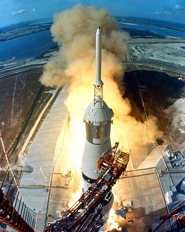 640px-Apollo_11_Launch2.jpg