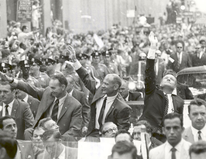 800px-New_York_City_Welcomes_the_Apollo_11_Astronauts_-_GPN-2002-000034.jpg